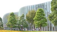 国立新美術館(東京都港区六本木7-22-2)